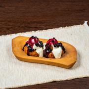 Poza cu Papanași cu smântână și dulceață de afine